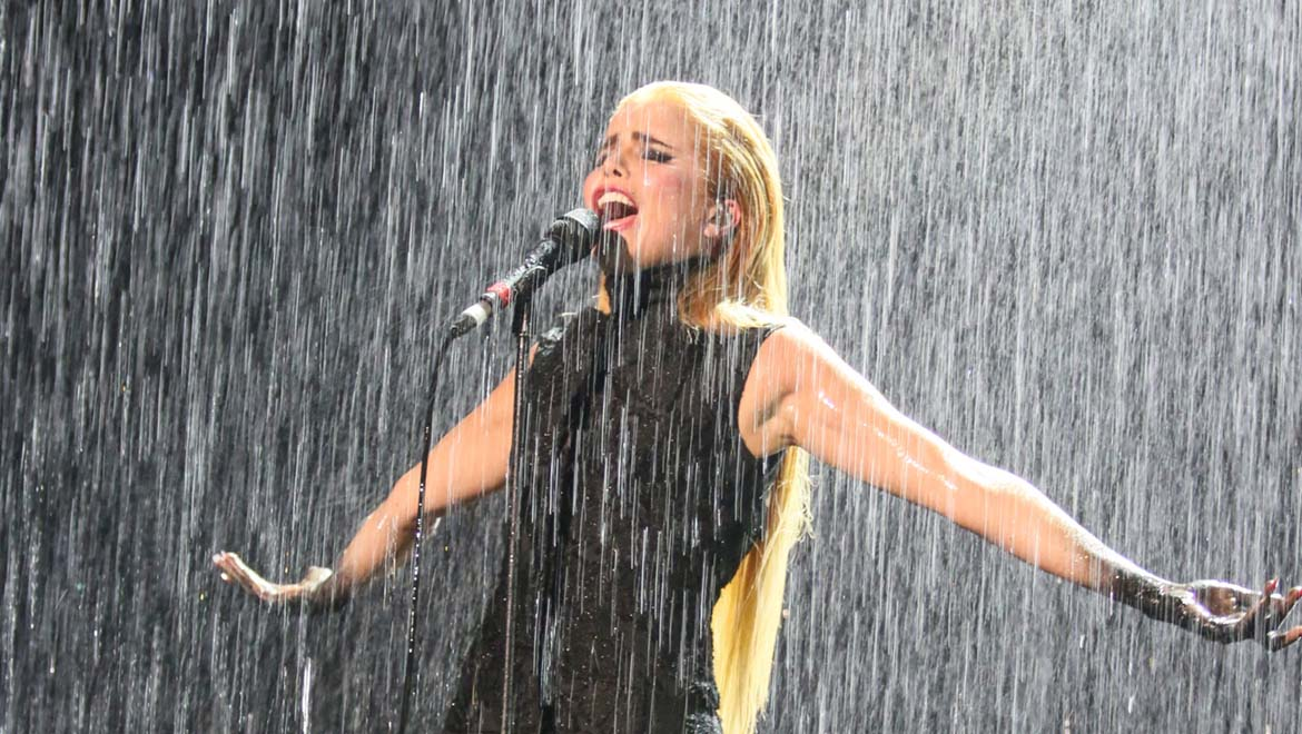 DPA Microphones Takes On A Downpour at the 2015 BRIT Awards