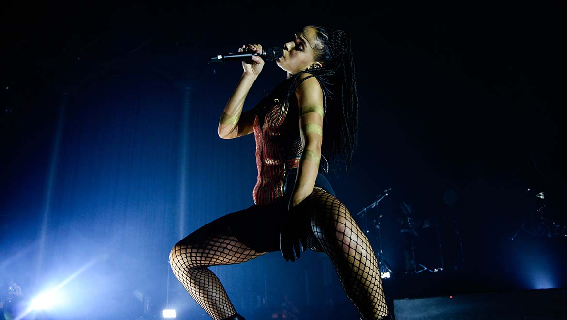 2015-5-21-FKA-twigs-Makes-DPAs-dfacto-Vocal-Microphone-Her-First-Choice-L-1.jpg