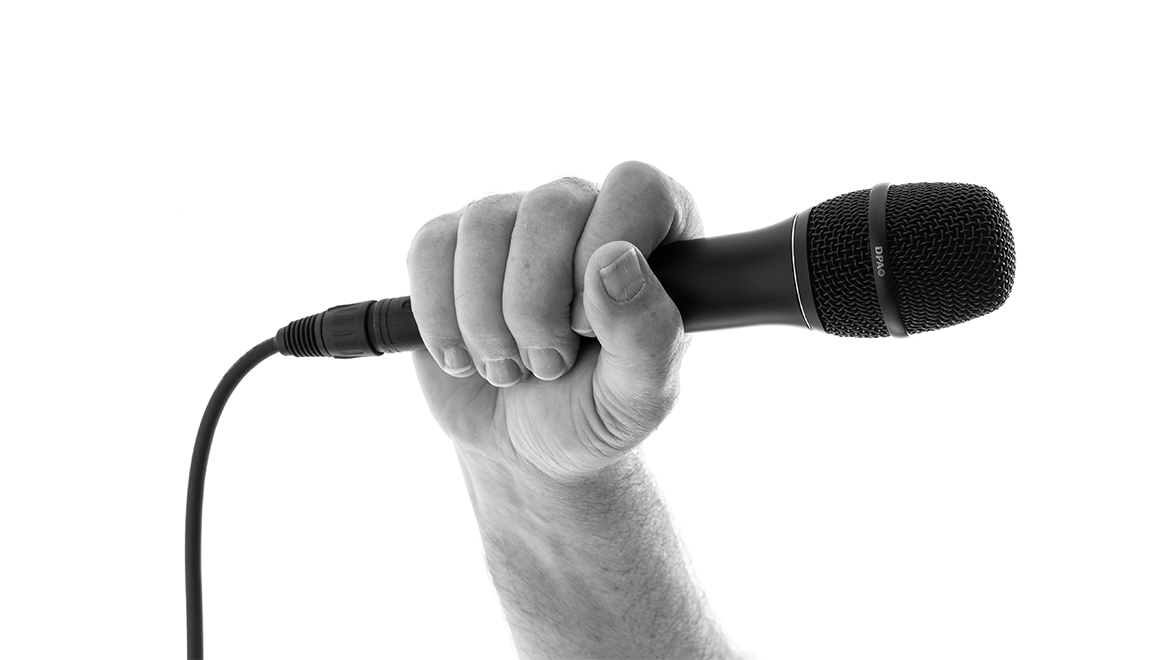 Proper hand placement on a vocal mic