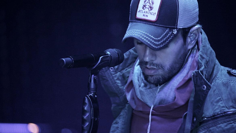 Brad-Divens-Enrique-Iglesias-2L.jpg