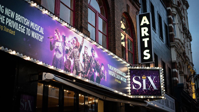 SIX-The-Musical-3-L_1.jpg
